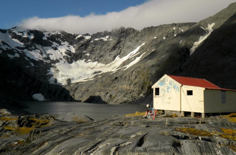небольшой домик у озера Ivory