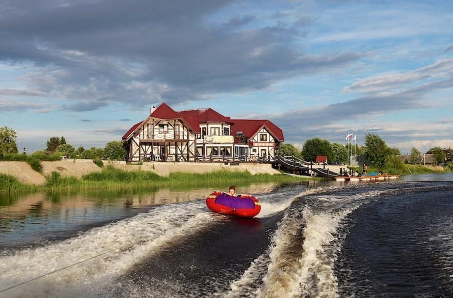 2 км до Ладожского озера на лодке