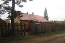 Вид на дом с дороги
