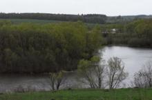 У реки